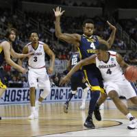 Top-seeded Gonzaga edges West Virginia to reach Elite 8
