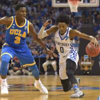 Fox outshines UCLA's Ball, leads Kentucky to Elite Eight