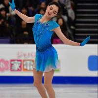 Medvedeva leads as Japan trio struggles