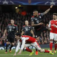 Bayern humiliates Arsenal to leave Wenger in tight spot