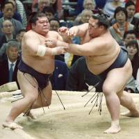Kisenosato (right) gets to grips with Takekaze at the Spring Grand Sumo Tournament in Osaka on Sunday. | KYODO
