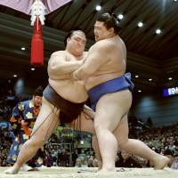 Yokozuna Kisenosato wins again on second day of Spring Basho