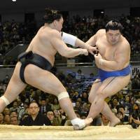 Harumafuji defeats Shodai at the Spring Grand Sumo Tournament on Saturday in Osaka. | KYODO