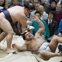 Kakuryu pushes Takayasu out of the ring at the Spring Grand Sumo Tournament in Osaka on Wednesday.   KYODO