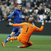 Leicester's Vardy says he  receives death threats
