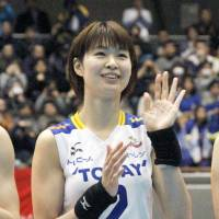 Saori Kimura waves to fans after playing in Toray Arrows' 3-1 defeat to NEC Red Rockets in a V. League Premier League playoff match on Sunday. | KYODO
