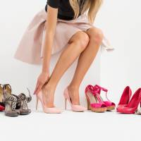 A new device takes a 3-D model of users' feet and juxtaposes this with various shoes, allowing customers to see how the footwear fits. | ISTOCK