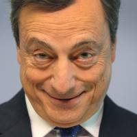 Draghi says risks to EU growth declining even as inflation eludes