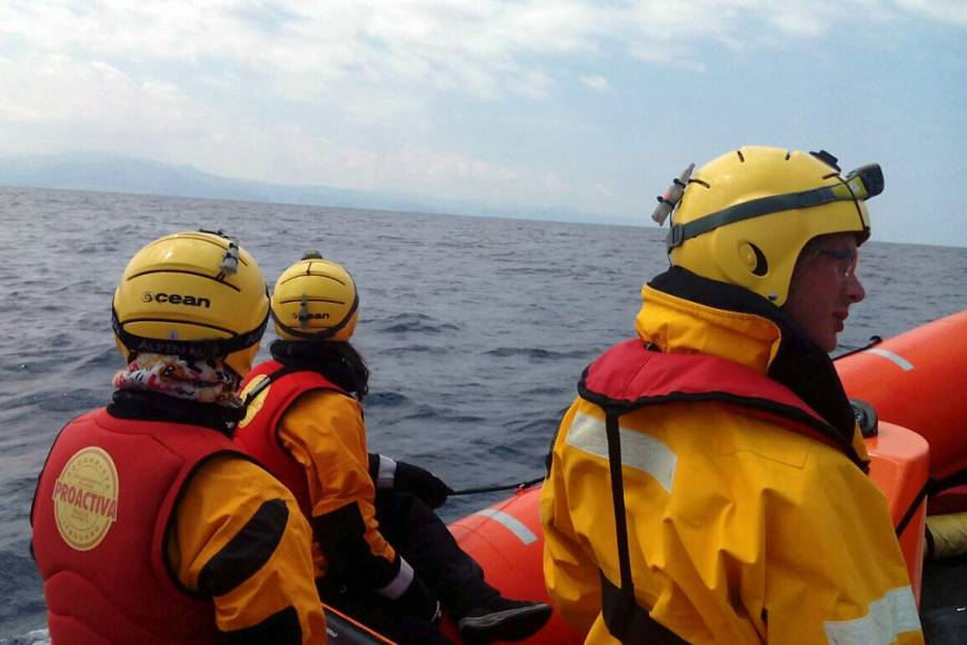 This handout picture taken on released Monday by the Spanish humanitarian NGO Proactiva Open Arms shows Proactiva Open Arms' members searching to rescue migrants near the Greek island of Lesbos. At least 15 people, including two children, died on Monday off Lesbos, facing the Turkish coast, east of the Aegean open sea. | PROACTIVA OPEN ARMS / VIA AFP-JIJI