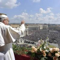 In Easter address, Pope Francis decries 'latest vile' attack on Syrian civilians