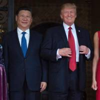U.S. first lady Melania Trump and President Donald Trump pose with Chinese President Xi Jinping and his wife, Peng Liyuan, upon their arrival to the Mar-a-Lago estate in West Palm Beach, Florida, Thursday. | AFP-JIJI