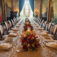 The table is set for U.S. President Donald Trump and Chinese President Xi Jinping's dinner at the Mar-a-Lago estate in West Palm Beach, Florida, Thursday. | AFP-JIJI