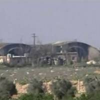 U.S. warns Syria over barrel bombs, gas as Pentagon suspects chemical arms still at base