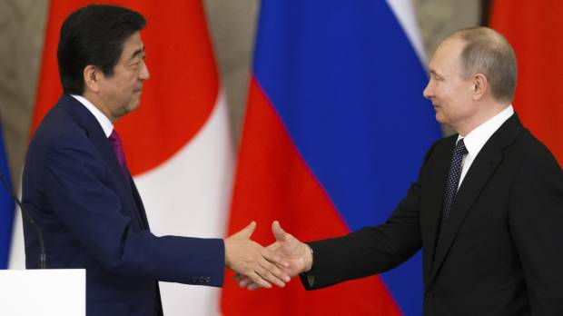 Isle row breakthrough eludes Putin-Abe talks but Moscow offers to fly kin to visit graves; project teams readied