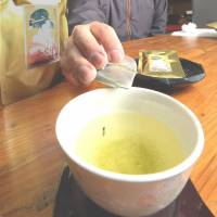 Shizuoka firm promises good luck in every cup of its green tea