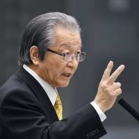 Takeo Hamauzu, a former deputy governor of Tokyo, gives sworn testimony on the scandal-tainted Tsukiji relocation plan during a session of a special investigative committee in the Tokyo Metropolitan Assembly on March 19. | KYODO