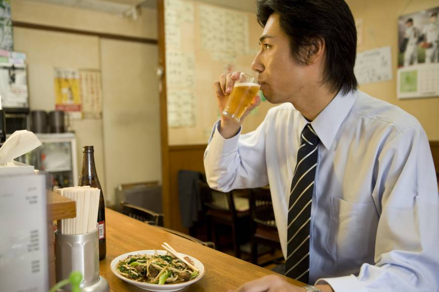 1 in 4 men, 1 in 7 women in Japan still unmarried at age 50: report