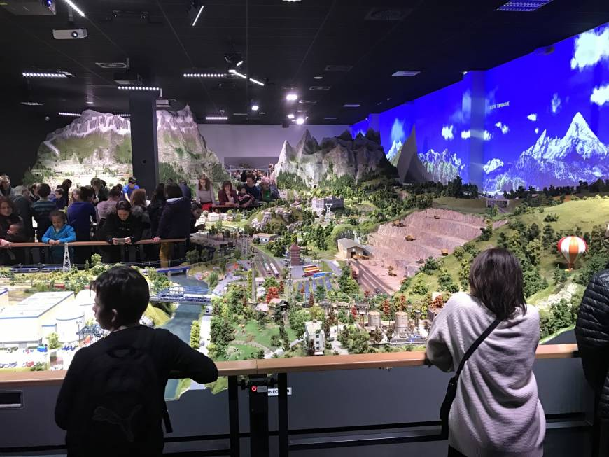 Naha firm to open miniature model theme park in Okinawa featuring tourist sites around the world