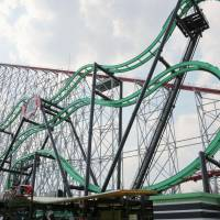 Glitch forces Mie roller coaster to make emergency stop