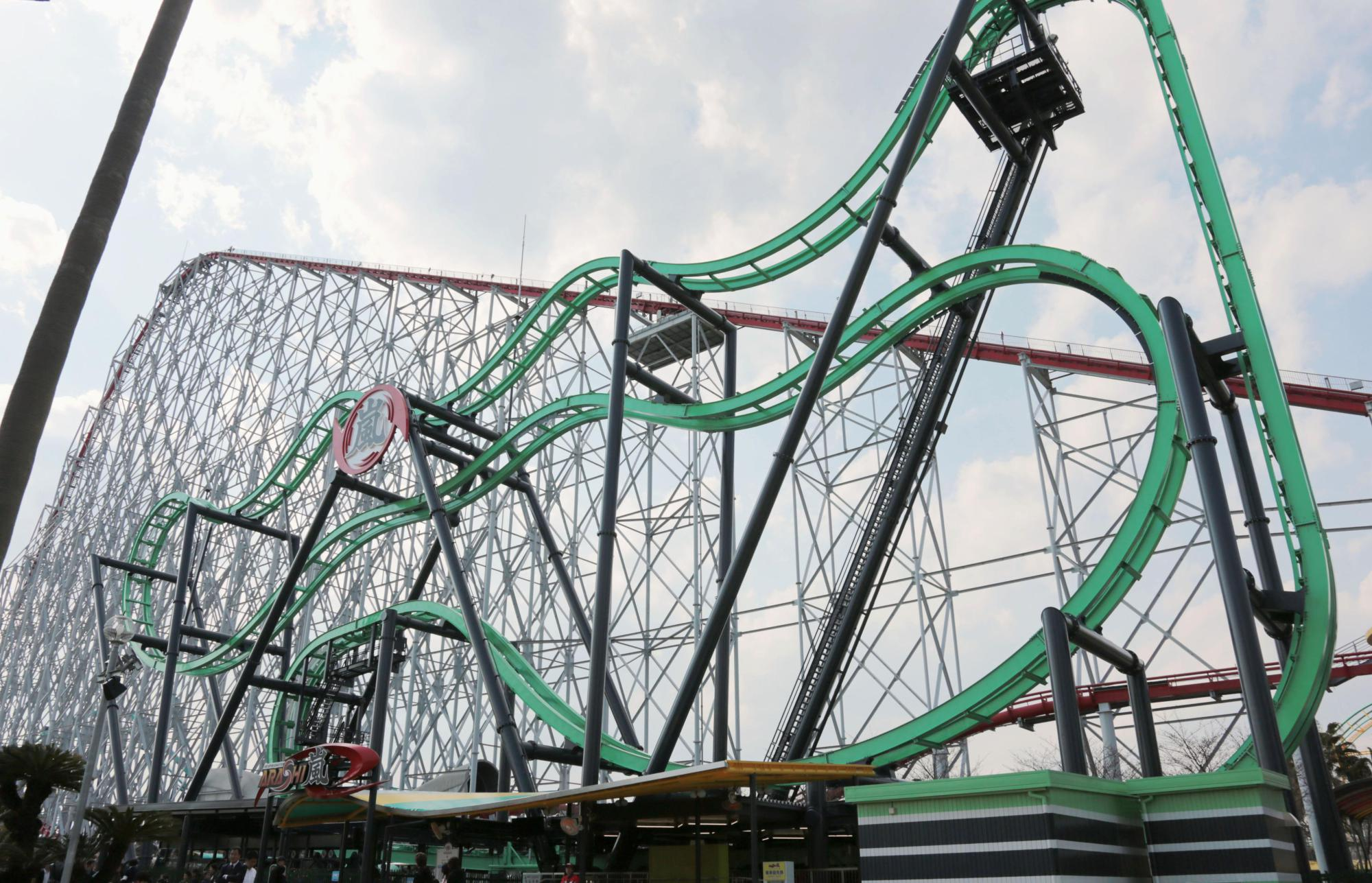 A roller coaster at Nagashima Spa Land in Mie Prefecture made an emergency stop on Monday due to a techinical glitch. | KYODO