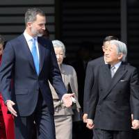 Emperor, empress welcome Spain's royal couple at Imperial Palace