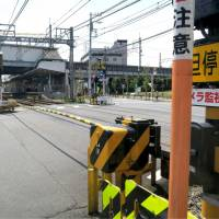 Two men died Saturday after they were struck by a Keikyu train at this level crossing at Hatcho-nawate Station in Kawasaki. | KYODO
