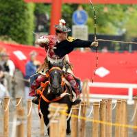 An archer on horseback is part of the cultural activities that will be on display during this year's Kamakura Festival. | © KAMAKURA CITY TOURIST ASSOCIATION