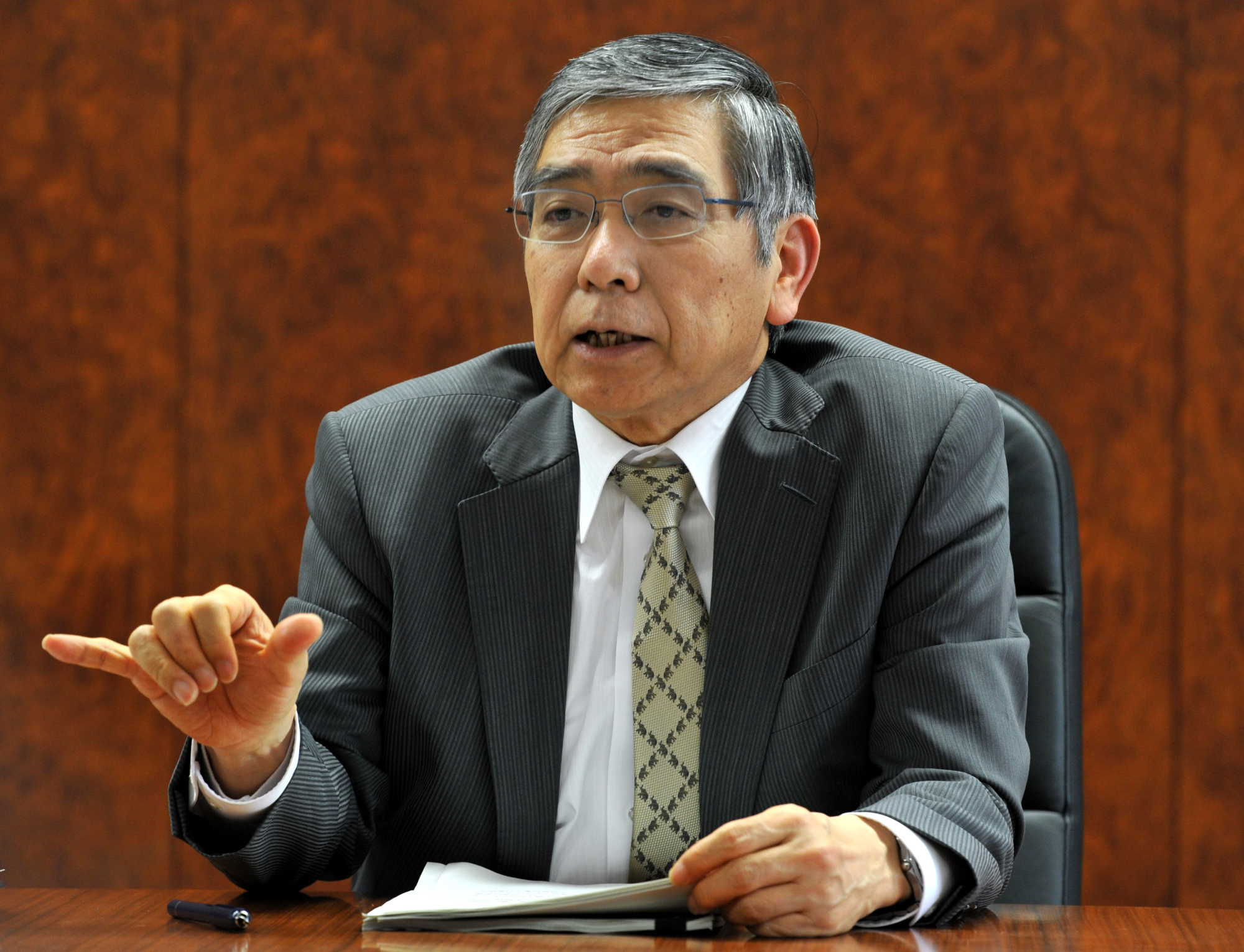 Under the yield curve control, Gov. Haruhiko Kuroda and the Bank of Japan officially abandoned the guideline for the average remaining maturity of JGB purchases.   YOSHIAKI MIURA