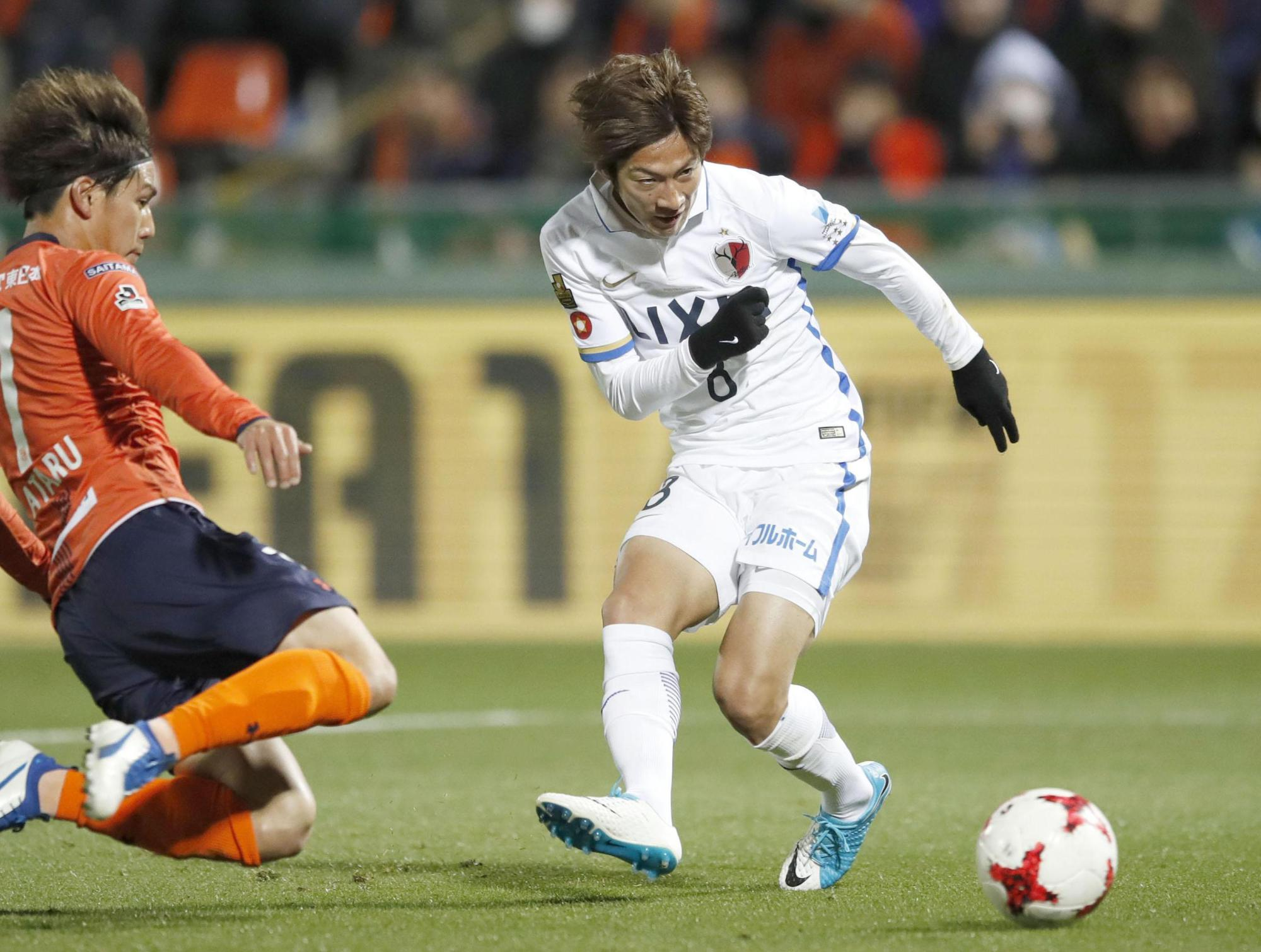 Kashima's Shoma Doi scores the match's only goal in the 79th minute against Omiya at Nack 5 Stadium on Saturday night.   KYODO