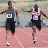 Aska Cambridge (left) crosses the finish line in the 100 meters at the NTC/Pure Athletics Spring Invitational in Cleremont, Florida, on Sunday.   KYODO