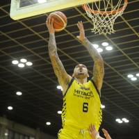 Sacre helps Sunrockers stay in hunt for playoff spot