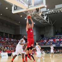 The Grouses' Sam Willard, seen in a file photo, delivered a triple-double performance to help lead his club to an 83-80 win over the host Brave Thunders on Friday. | B. LEAGUE