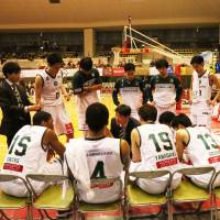 Storks head coach Kensaku Tennichi, speaking during a timeout in a recent game, has built his squad's offensive attack with balanced scoring. | B. LEAGUE