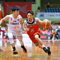 San-en Neo Phoenix guard Tatsuya Suzuki, among the best passers in the B. League, could play a pivotal role in his team's quest to make the playoffs. | B. LEAGUE