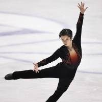 Shoma Uno competes during the men's free skate at the World Team Trophy on Friday.  Uno placed second in the free skate with 198.49 points. | KYODO