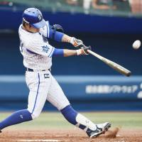 BayStars amass 13 hits, whip Dragons