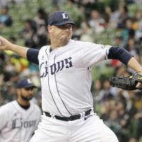 Seibu's Brian Wolfe pitches against Lotte on Sunday at MetLife Dome. The Lions won 2-1. | KYODO