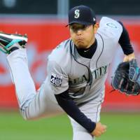 A's get best of Mariners, Iwakuma
