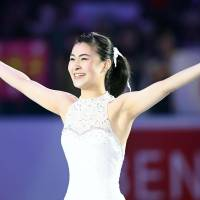 Kanako Murakami acknowledges the crowd after performing in Sunday's exhibition for the World Team Trophy at Yoyogi National Gymnasium. | KYODO