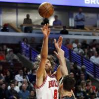 Bulls stay alive in playoff hunt with crucial win over Hawks