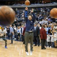 Romo basks in honorary day with Mavericks