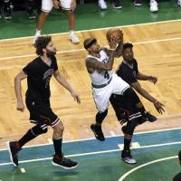 Late run carries Celtics past Bulls