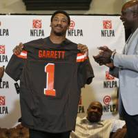 Browns select Garrett with No. 1 pick in draft