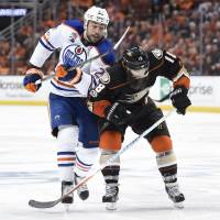 Oilers overwhelm Ducks in third period