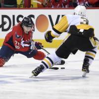 Crosby scores twice as Penguins edge Capitals