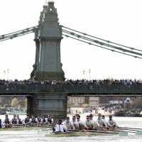 Oxford rowers best Cambridge after WWII bomb is pulled from Thames