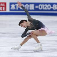 Medvedeva retains world title; Mihara rallies to finish 5th