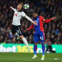 Tottenham keeps title hopes alive with narrow victory