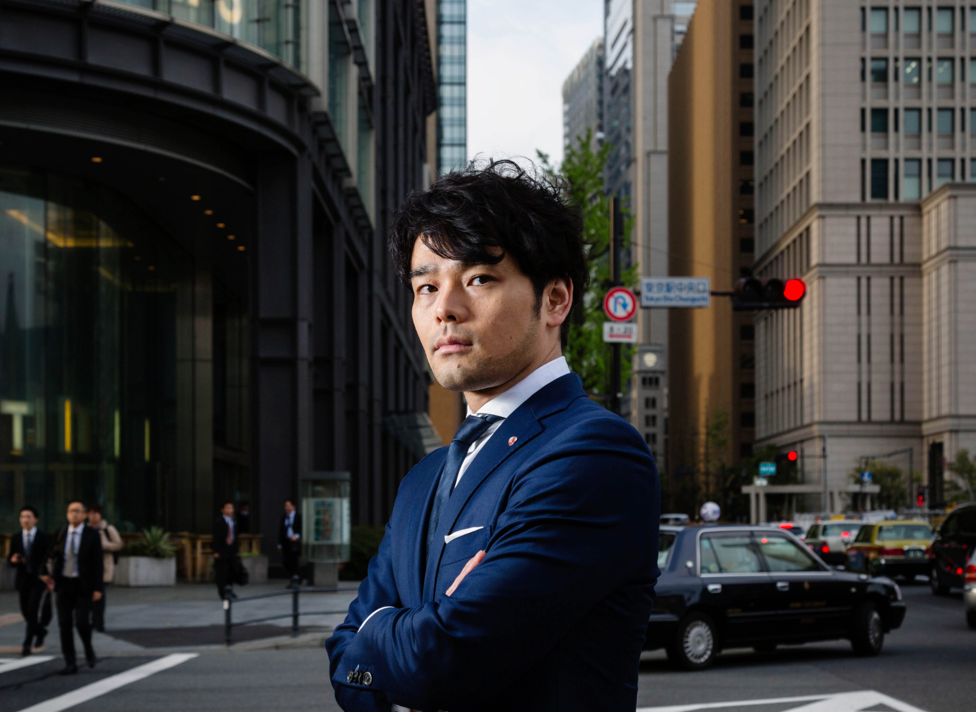 Makoto Yamada, head of equity trading at SMBC Nikko Securities, poses for a photograph in Tokyo in April. The brokerage went from a ¥500 million equity trading loss in fiscal 2011 to a ¥17 billion gain in the last fiscal year. | BLOOMBERG