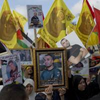 Thousands rally in West Bank to support Palestinian prisoners' hunger strike